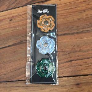 COACH Flower Three Pin Set
